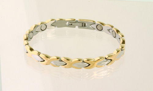 The Lady Dress Gold Duet is a lovely way to get the benefit of a magnetic bracelet. One 1200 magnet in each
